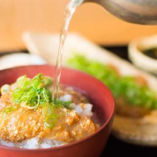 炭火で焼き上げる旬野菜や魚介は、旨味が凝縮されております