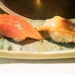 11918981 - お通しの寿司(左びんちょ、右ほっき)
