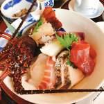 119180306 - 伊勢海老地魚海鮮丼アップ!伊勢海老の触覚が動くから撮りにくい〜(^◇^;)
