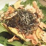 鳥どり 総本家 - ほうれん草と根菜チップのチョレギサラダ