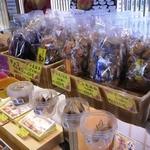 ちんすこう本舗 新垣菓子店 - 試食できます♪