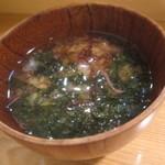 本家鮪屋すし茶家 - 海苔と海草タップリのみそ汁