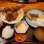 大阪炉端キッチンMARUDA-I - 大えび・串あげ+さば塩焼き(日替わり定食)