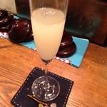 枝魯枝魯ひとしな - 日本酒の炭酸割り。とても飲みやすくておいしい(^^)お料理にとても合う。