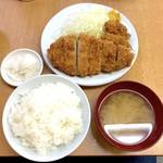 119221275 - ロースかつ定食(770円)+カキフライ2ケ(160円✕2)