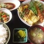 レストラン 平城 - 日替わり定食  豪快なボリュームと品数