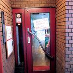 トラットリア パッキーノ - 外観写真:お店の入口