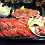 11924360 - 赤身のお肉の盛り合わせ