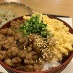119241734 - 鶏そぼろと卵の二色丼(小)