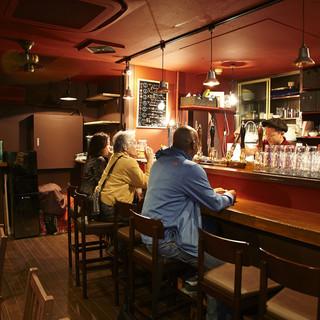 常連さんや外国人の方も多く集う、ビール通に好まれるお店。