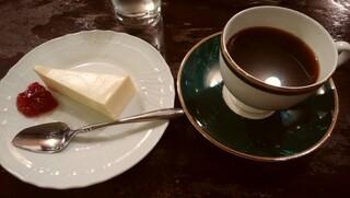 茜屋珈琲店 - チーズケーキセット 1,400円
