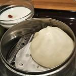 119246352 - Bセット 肉まんと杏仁豆腐がついてます