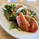 霜降りハンバーグとステーキの店 鉄重 - 有機野菜のサラダ