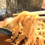 横浜ラーメンとんこつ家 - 中太麺