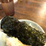 横浜ラーメンとんこつ家 - ご飯を海苔巻き巻き!