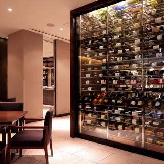 厳選グラスワイン各種、豊富なボトルワインをお手頃な価格で