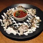 トプカプ - 焼きマントゥ。ヨーグルトソースで食べるマントゥをおつまみスタイルで。