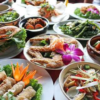 ベトナム人シェフが作る本格ベトナム料理の数々をご堪能あれ!