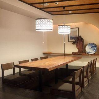 大小さまざまな個室で土佐の漁師料理を満喫!!