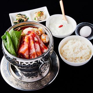 【好評ランチ】選べるお鍋のランチセットは980円(税込)!