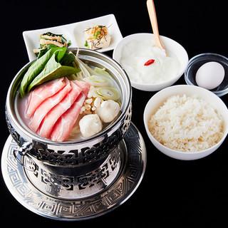 【ランチが大人気!】鍋・刀削麺・中華料理をお得に堪能♪