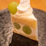 パティシエ・ヒロ ヤマモト - シャインマスカットのショートケーキ