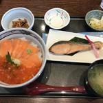 119284831 - 鮭親子丼&塩引き鮭