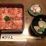 江戸庄 - 村上牛レアステーキ丼(上) 全体像