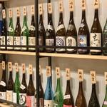 お肉にするか お魚にするか かのう - ズラリと並ぶ各地の日本酒