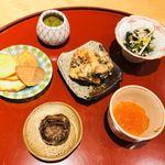 119291631 - 栗煎餅とクワイ煎餅 メカブ 八頭 イクラ 海老とムカゴのかき揚げ 茸と春菊のお浸し