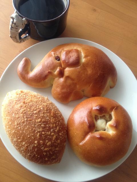 ここね - さっそくお昼にコーヒーといただきました。食べててなんだか豊かな気持ちになるパンです。