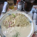 レモン - ホワイトカレースパゲティ¥750(サラダ、ドリンク付)