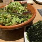 焼肉 叙庵 - サラダと海苔