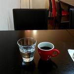 洋食バル 俊 - お水とコーヒーはセルフで。