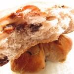 11931404 - レーズンくるみパンの断面