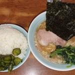 横浜ラーメン武蔵家 - 料理写真: