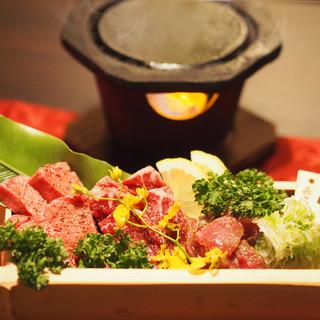 【牛タン!肉料理】地域初登場、溶岩焼きで食べる極上牛タン