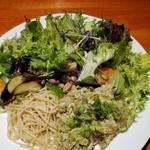 肉和食 肉バルダイニング 仙丹 - ハーブチキンサラダ