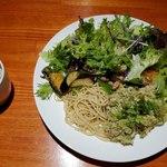肉和食 肉バルダイニング 仙丹 - ハーブチキンサラダ全景