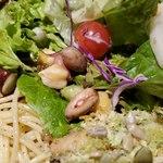 肉和食 肉バルダイニング 仙丹 - 豆類は1個づつ…