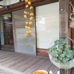 お野菜懐石&organic cafe~manaya(安曇野)~ - 柿の皮も干してる