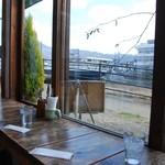 CAFE air - 窓から見える景色