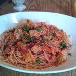 カフェカーロ - ランチB豚バラ肉とキャベツのピリ辛トマトソースのパスタ