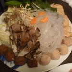 小肥羊 - ラム肉団子や野菜など