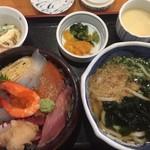 十兵衛うどん - 人気No.1 海鮮丼セット。¥1290くらい