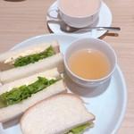 Cafe Renoir - ロイヤルミルクティ660円+Bモ-ニング150円 810円