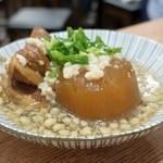 肉汁餃子と煮込みの酒場。しんちゃん - しんちゃん煮込み盛り合わせ