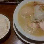 RAMEN 風見鶏 - 濃厚塩(味玉、ライス)
