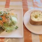 TRATTORIA Pastorale - サラダとガーリックトースト
