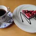 レストラン 蓮房 - 料理写真:ダブルベリーケーキ